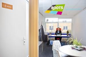 Gilbert Bal, eigenaar van Roots Beleidsadvies in zijn kantoor bij Verzamelgebouw De Compagnie in Rijswijk